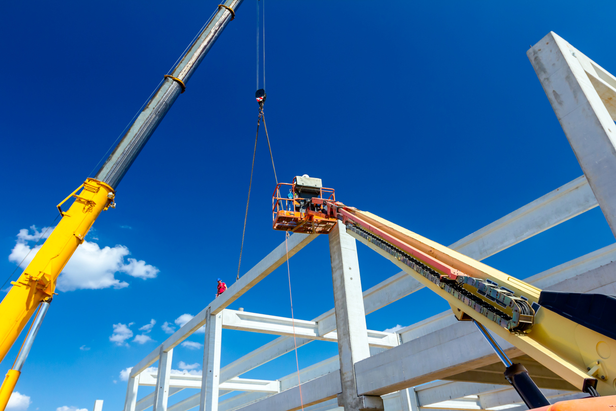 what does a crane operator do